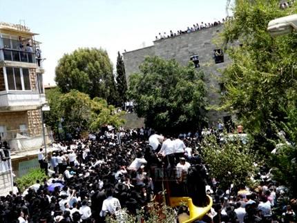 Baba Elazer's funeral at Porat Yosef Yeshiva