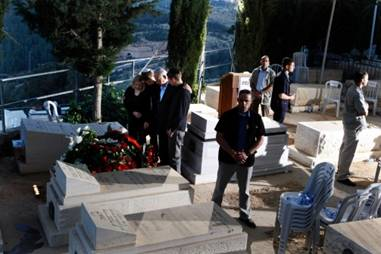 Netanyahu Family at the Grave of Benzion Netanyahu