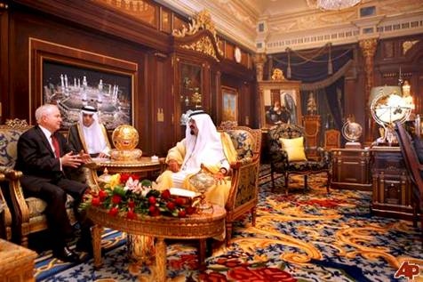 Robert Gates meets with Saudi Arabia's King Abdullah