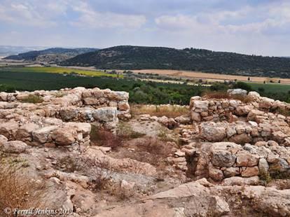 Khirbet Qeiyafa's Four-Chambered Iron Age Gate towards Socoh