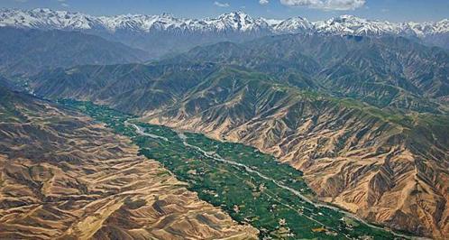 Hindu-Kush Mountain Range stretch between Afghanistan and Pakistan