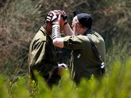 Rabbi blessing IDF Soldier in Battle