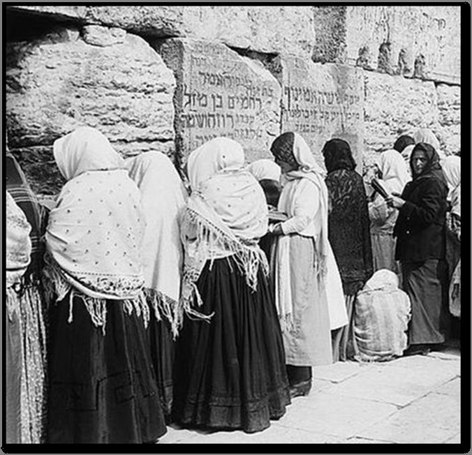 Jewish women Kotel Jerusalem
