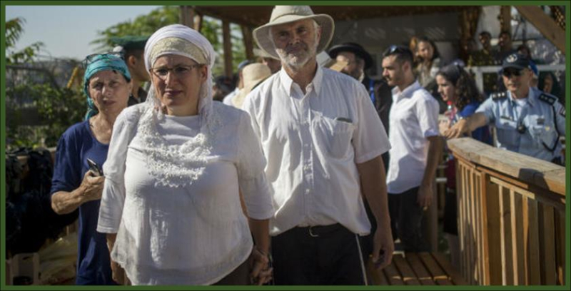 Hundreds of Hallel Yaffa Ariel's supporter ascend Temple Mount