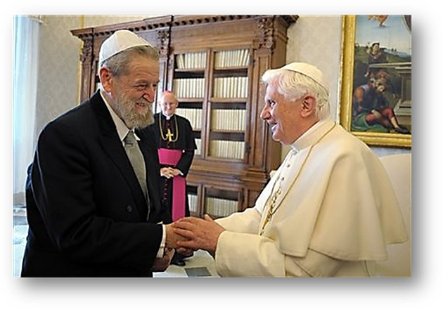 Rabbi Shear Yashuv Cohen, Chief Rabbi of Haifa greeting Pope Benedict
