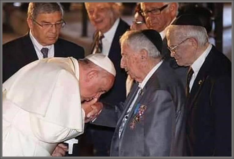 Pope Francis kisses the hand of David Rockefeller