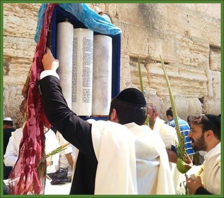 Raising the Torah at the Western Wall
